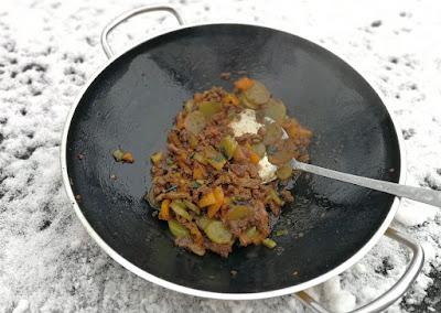 Paprika und Wosun aus dem Wok mit Fleisch