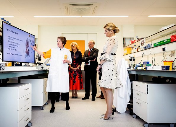 Queen Maxima wore Valentino Bobble Detail Dress. Appeltjes van Orange Award. Princess Maxima Research Center for Pediatric Oncology