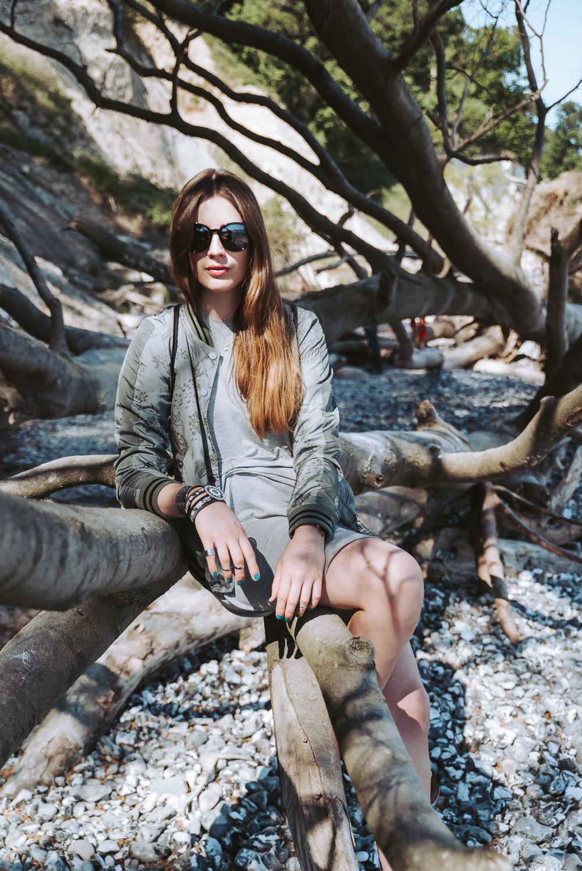 Modeblog-Deutschland-Deutsche-Mode-Mode-Influencer-Andrea-Funk-andysparkles-Berlin-Bomberjacke-T-Shirtkleid