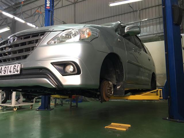 Gầm xe cũng được kiểm tra và làm sạch loại bỏ tác nhân gây rỉ sét