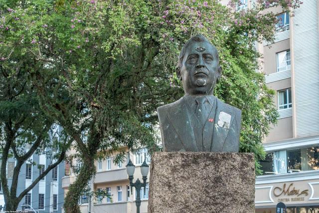 Busto de Lysimaco Ferreira da Costa na Santos Andrade