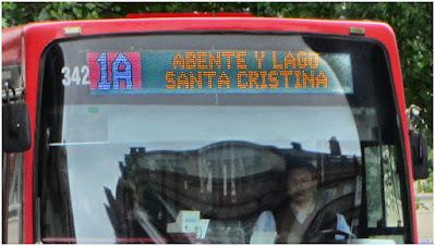 El panel led del frontal de la Línea 1-A con destino Santa Cristina