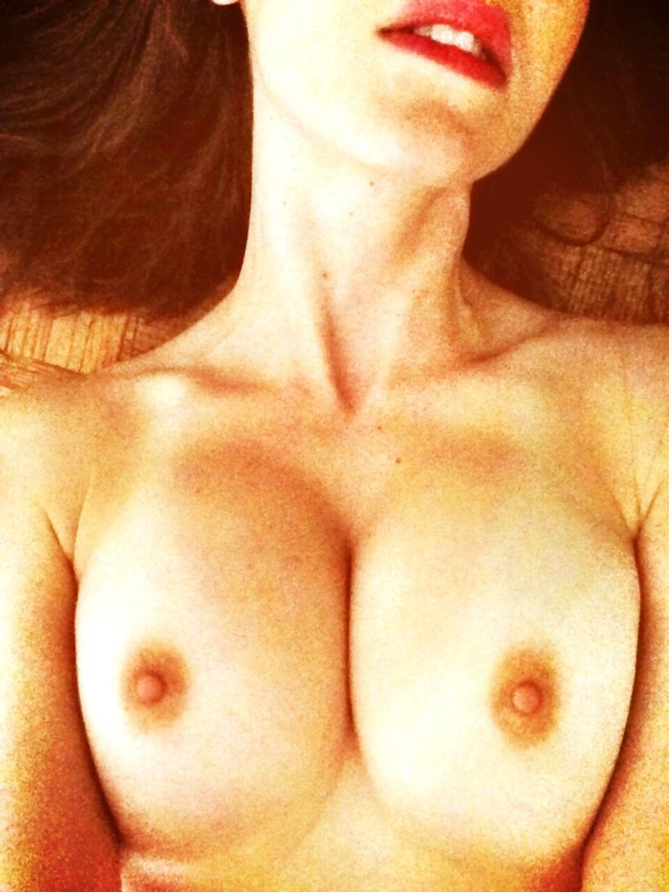 Alison Brie Nua celebridades: alison brie - nua pelada e sem roupa