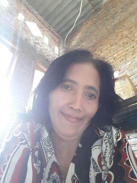 Titik Seorang Janda, Beragama Kristen Protestan, Suku Jawa Berprofesi Wiraswasta Di Surabaya, Jawa Timur Mencari Jodoh Pasangan Pria Untuk Jadi Calon Suami
