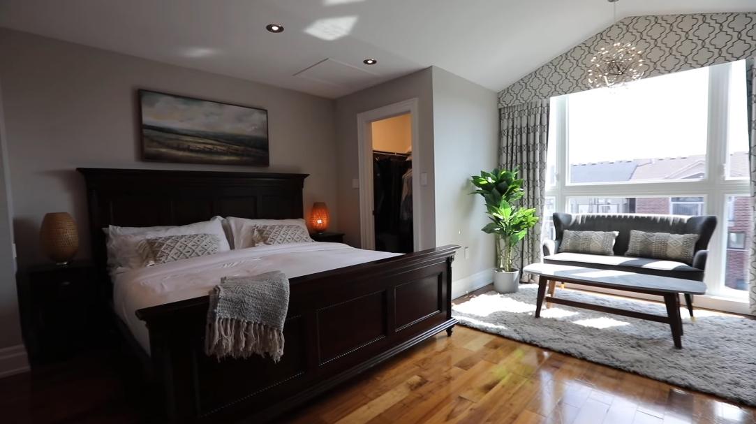 31 Interior Design Photos vs. 15 Flagman St, Toronto, ON Home Tour