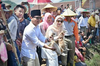 Didampingi Istri, Bupati Trenggalek Buka Festival Sawah 2020