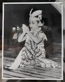 Foto Jadu Megawati Soekarnoputri Cilik Menari Tahun 1954