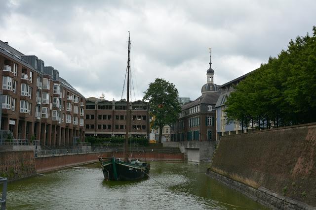 Rhein Promenade Dusseldorf