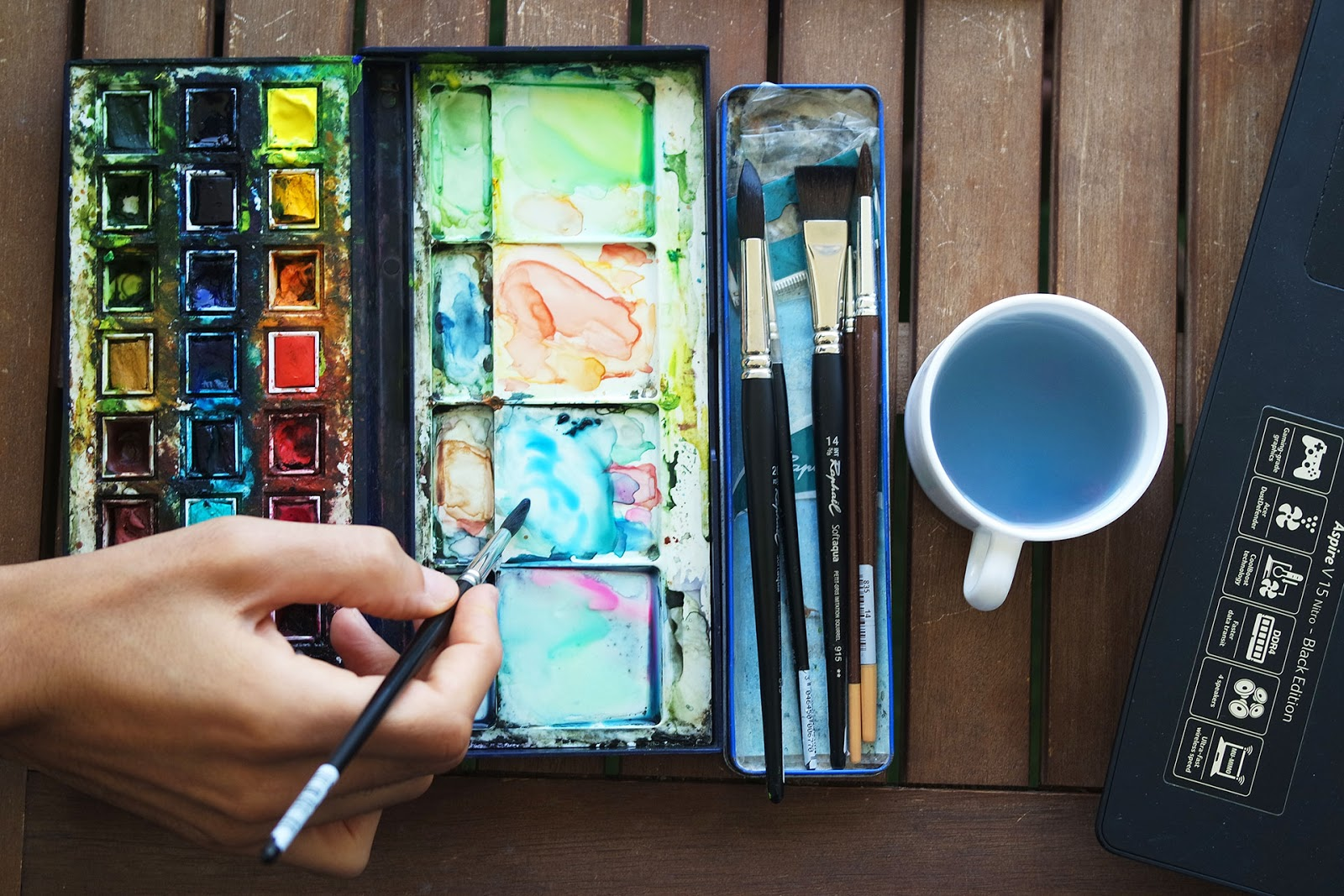 Winsor & Newton watercolour box