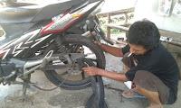 TIPS MUDAH MENGGANTI BAN DALAM UNTUK MOTOR YANG BERSTRUKTUR MEMAKAI REM CAKRAM