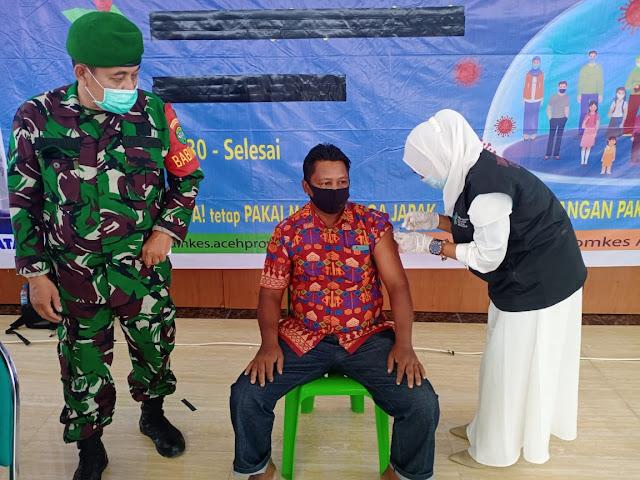 Koramil 13/Kuta Alam Dukung Pengamanan Giat Vaksin Masal di Wilayah Kecamatan Kuta Alam