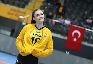 Foto Zehra Gunes Bermain Voli, Zehra Güneş, Zehra Gunes, atlet voli turki, ada apa dengan Kevin Durant dan Zehra Gunes