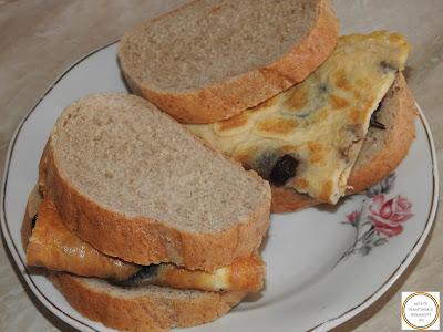 Sandwich cu omleta cu ciuperci reteta,