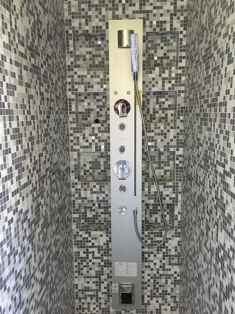 Colonna doccia multifunzione