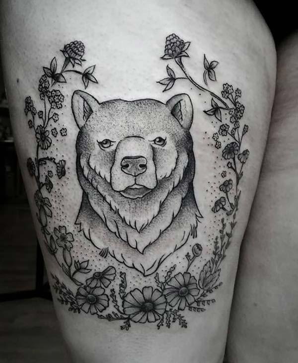 ayı ve çiçekler bacak dövmesi