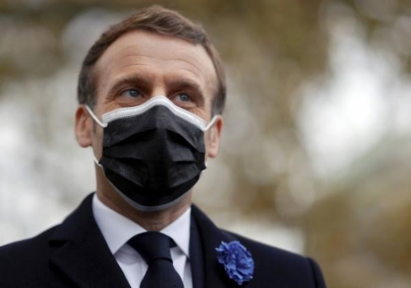 """""""Hypnotisé par BFMTV"""", Macron traite en privé des éditorialistes de """"connards"""""""