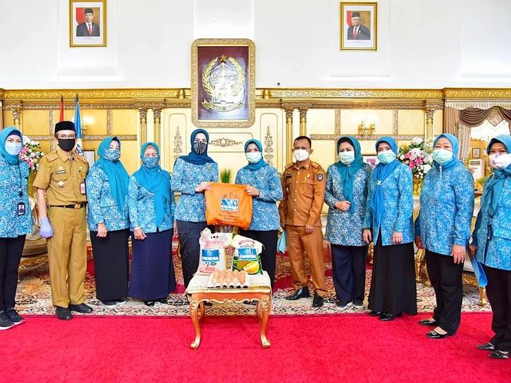 Ketua TP-PKK Prov Sulsel Bantu Sidrap, Gowa dan Maros Sebanyak 1.800 Paket Sembako