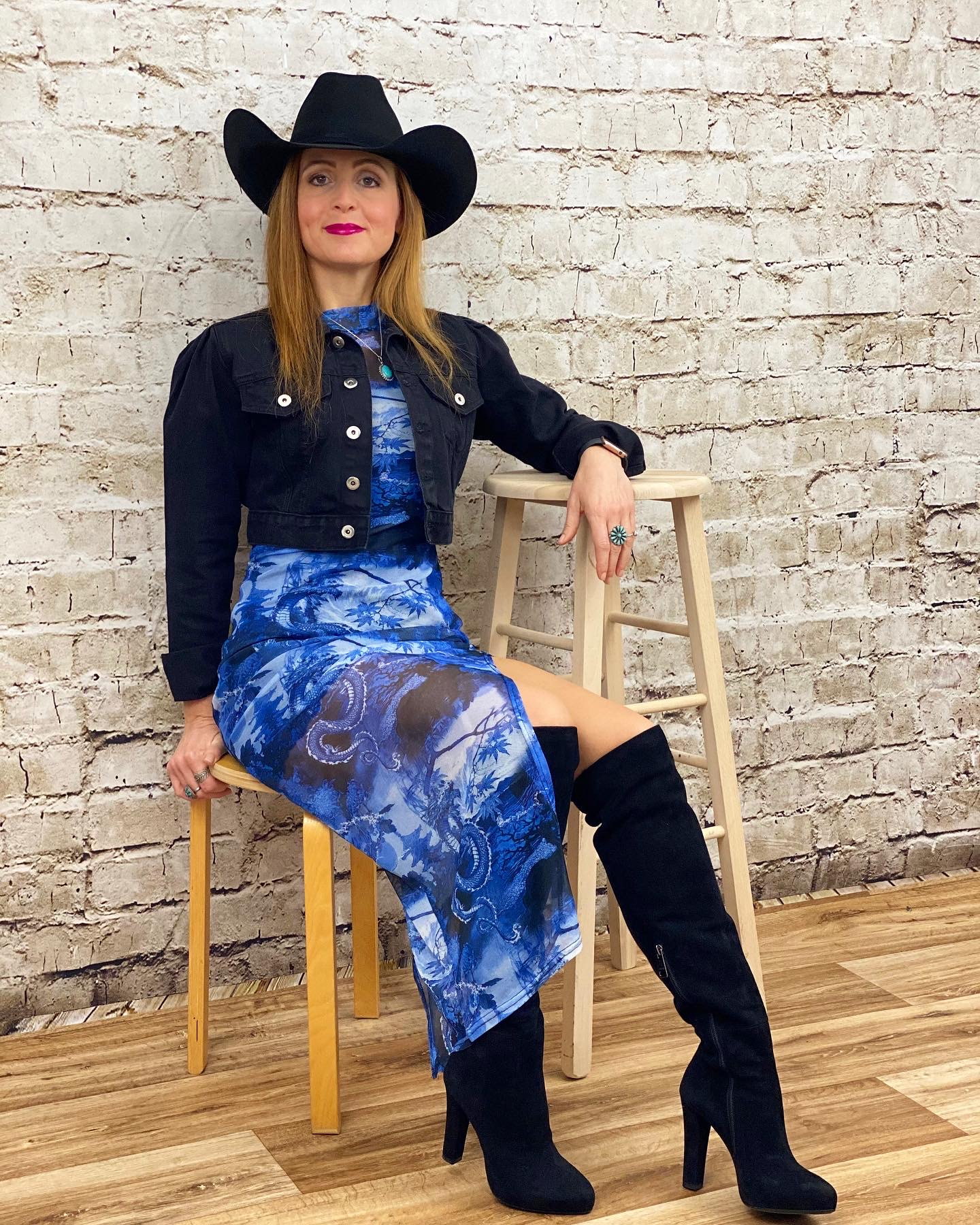 Country style with a mesh dress
