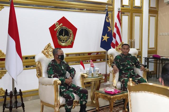 Komandan Koopssus TNI Mengunjungi Markas Korps Marinir