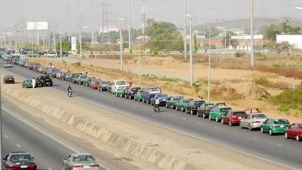 Check Out This Massive Queue At Petrol Station In Abuja