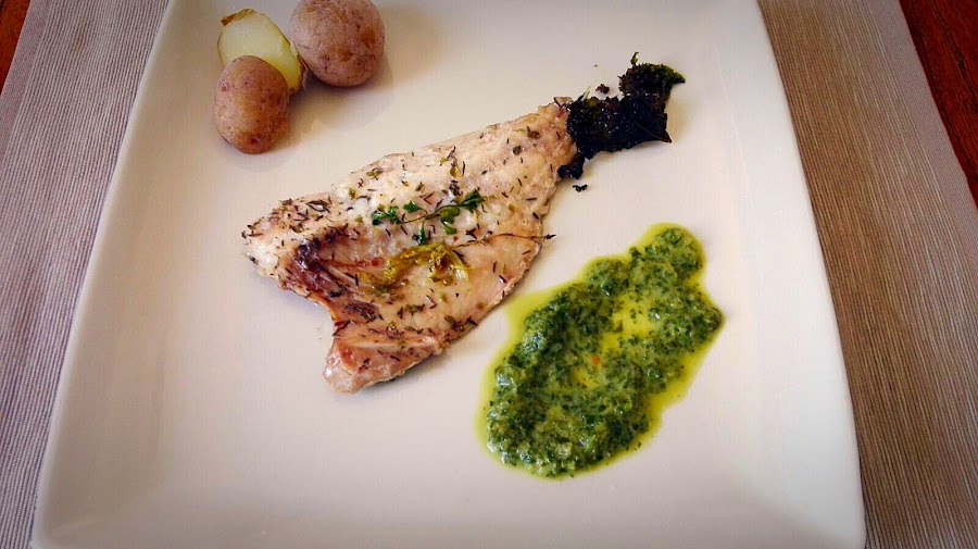 pescado al horno con salsa de radicchio