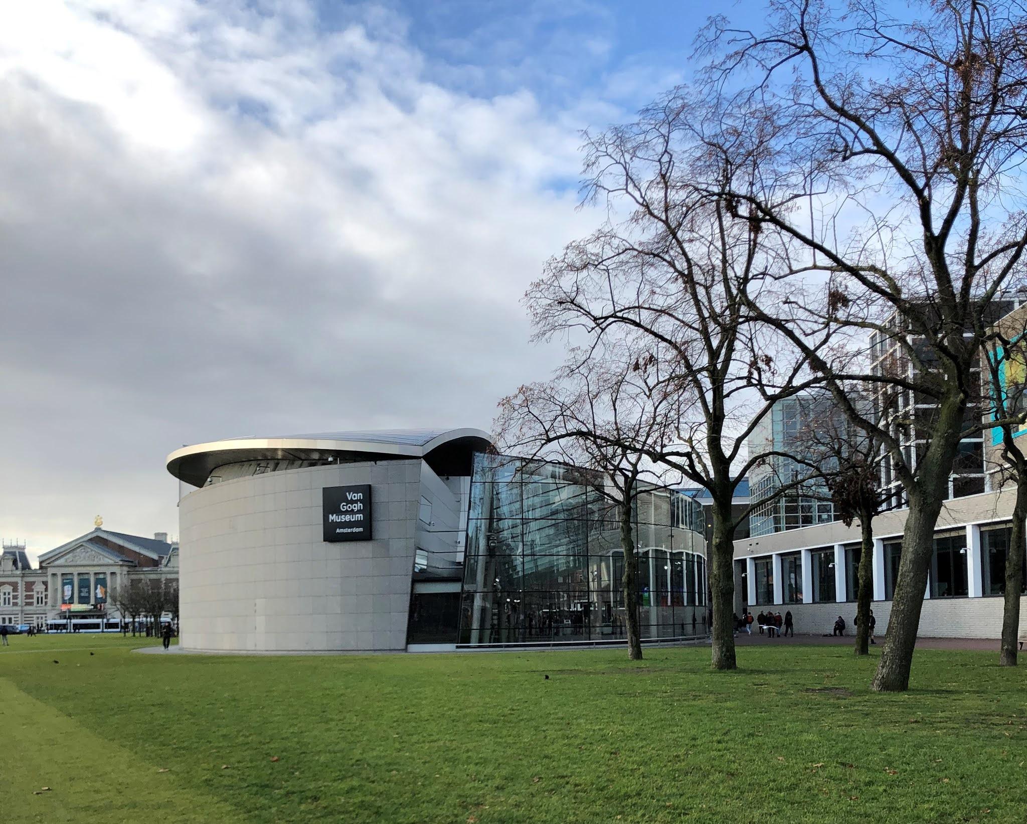 متحف فان غوخ في امستردام..يتربع على عرش السياحة الثقافية في امستردام