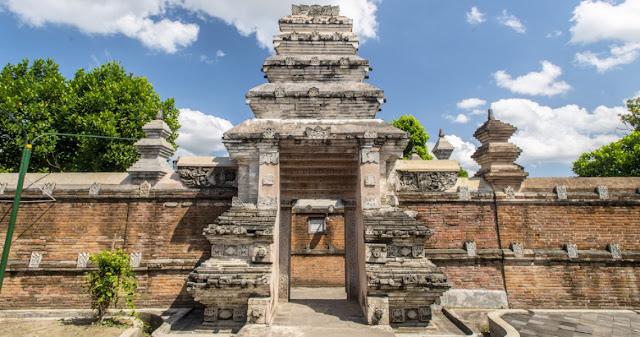Kunjungi Destinasi Wisata Sejarah dengan Tiket Pesawat Bandung Yogyakarta