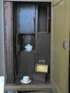 Dr Johnson's tea cupboard, in the reception of Dr Johnson's House Museum © Andrew Knowles