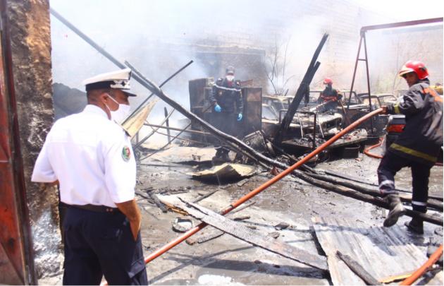 """عاجل... حريق مهول بـ """"لافيراي"""" الحي الصناعي بمدينة مراكش"""