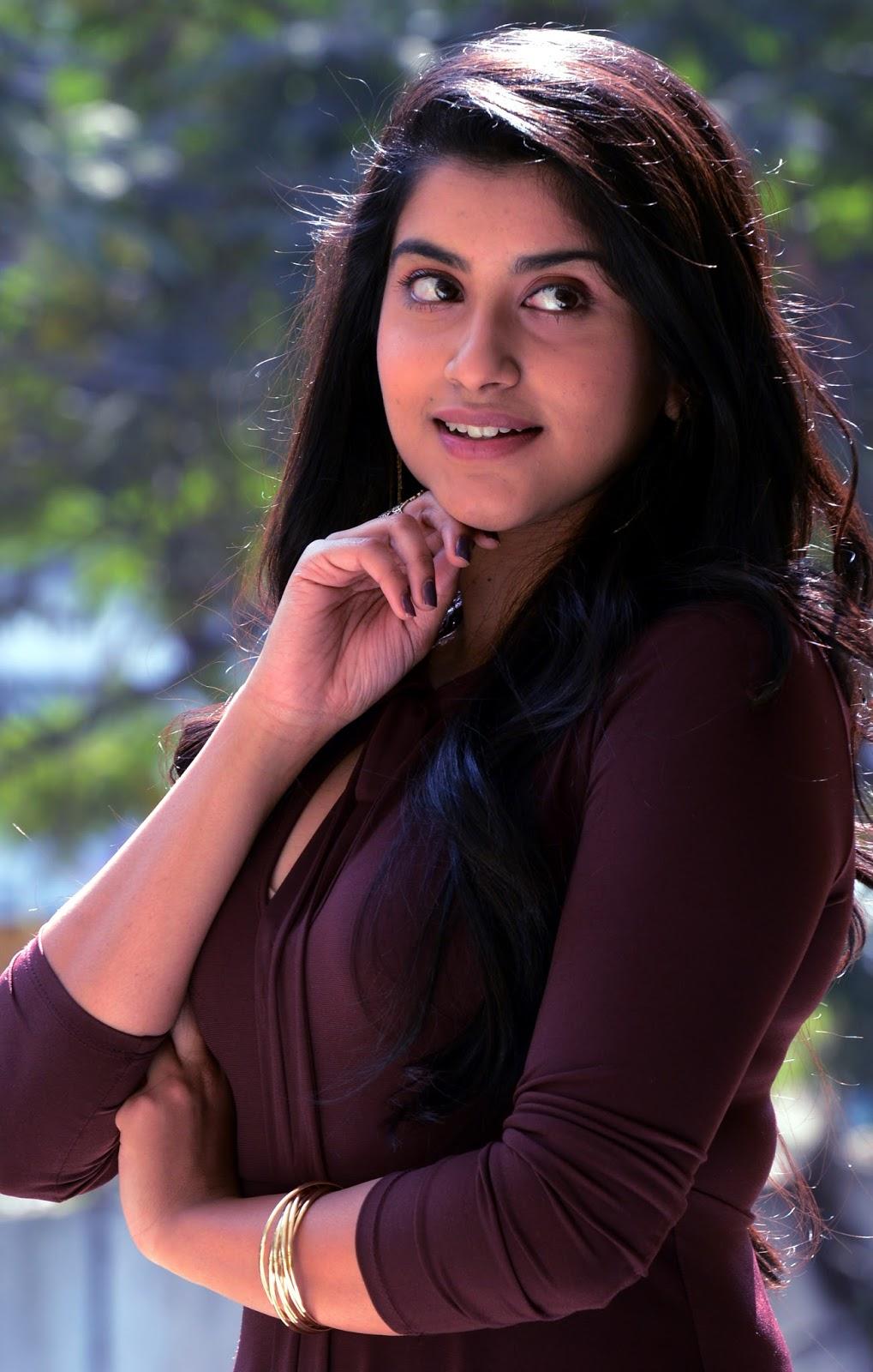 Heroin Manisha Raj Hot Stills
