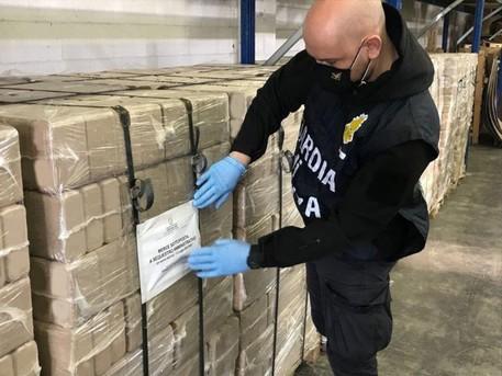 Guardia di Finanza di Como sequestra 12 tonnellate combustibile pericoloso