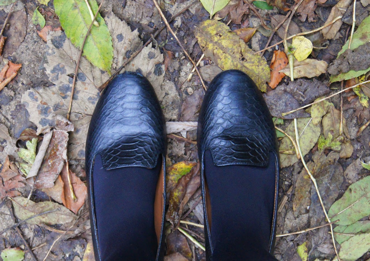 autumn style outfit & other stories black leather flat slippers