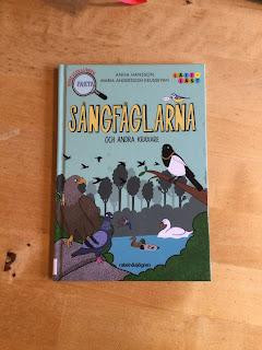 Sångfåglarna och andra kraxare av Anna Hansson omslagsbild