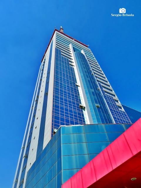 Perspectiva inferior do edifício da Universidade UNIP Paraíso - Liberdade - São Paulo