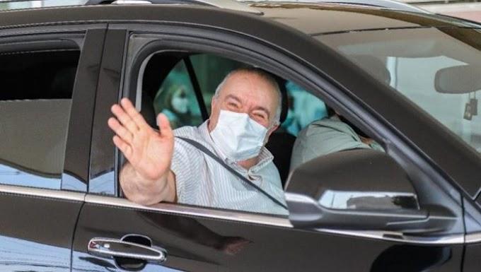 Rafael Greca sai rindo do hospital, sem cara de sofrimento da covid