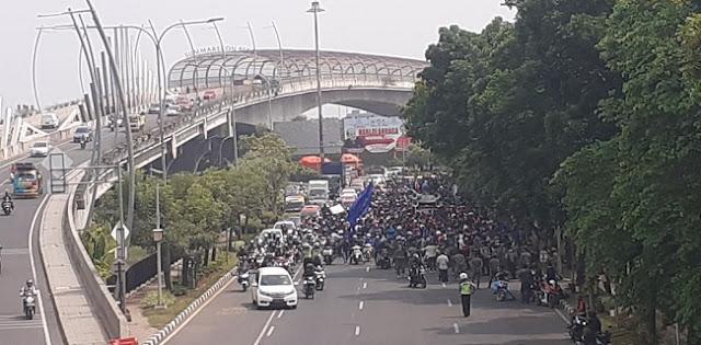Ribuan Buruh Bekasi Siap Konvoi Menuju DPR RI