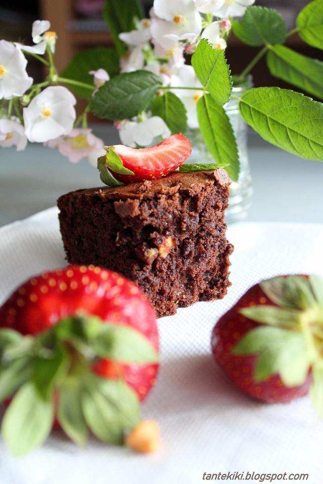 Brownies με φιστίκια Αιγίνης και σταγόνες καραμέλας