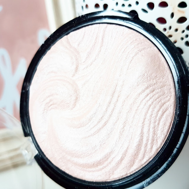 The £2 Highlighter Everyone's Talking About | Technic Get Gorgeous
