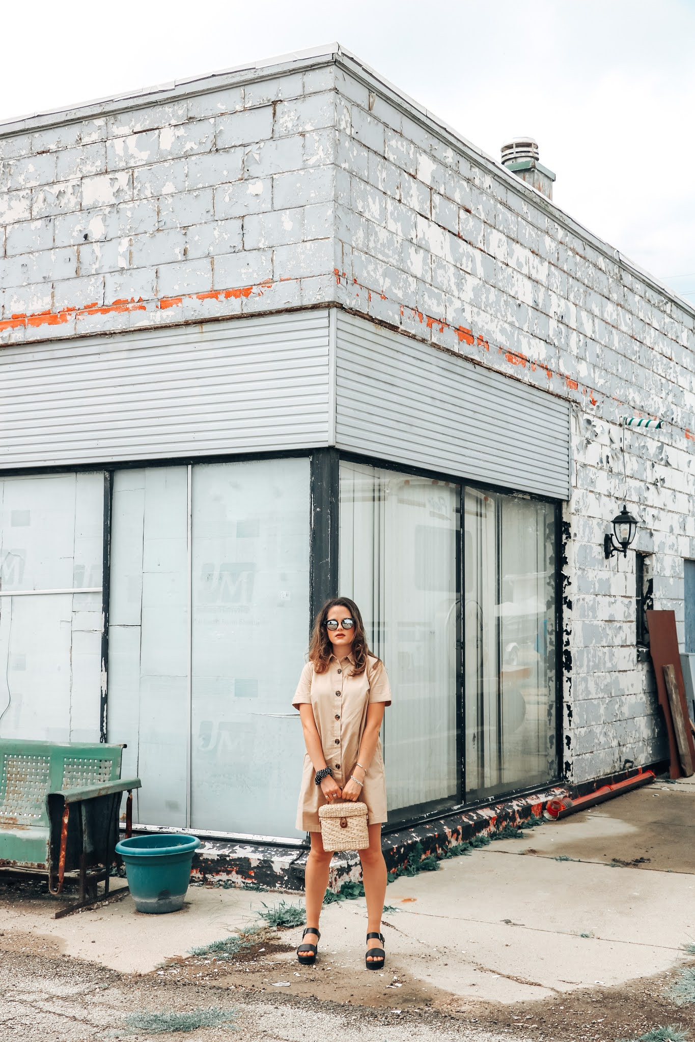 Fashion blogger Kathleen Harper wearing a khaki button-down trench dress.