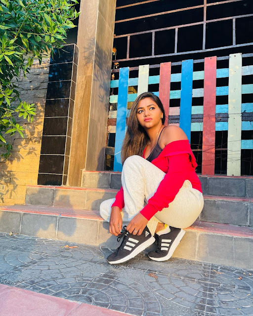 Shalu Shamu New HD Images in White Track Pant and Red Shirt Actress Trend