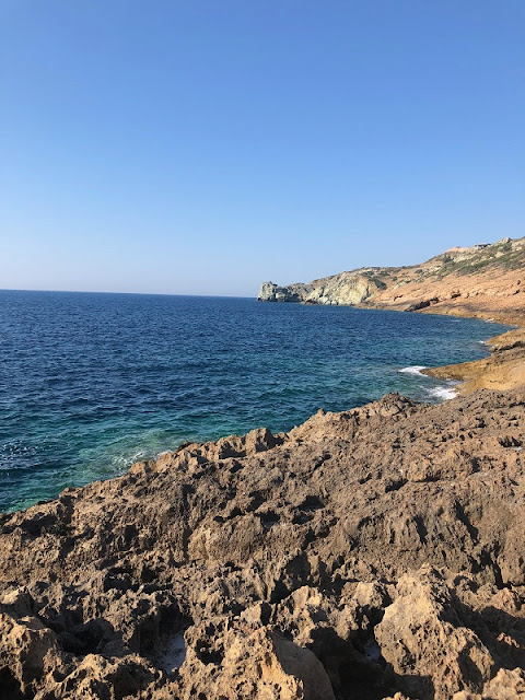 Ich sammle mein eigenes Meersalz an der Küste nahe Heraklion