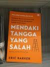 Review Buku : Mendaki Tangga Yang Salah