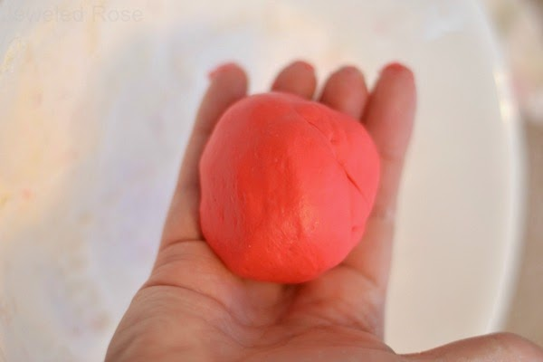 KID PROJECT: TURN CANDY INTO PLAY DOUGH!  {This dough has such a fun texture!  Good luck putting it down}