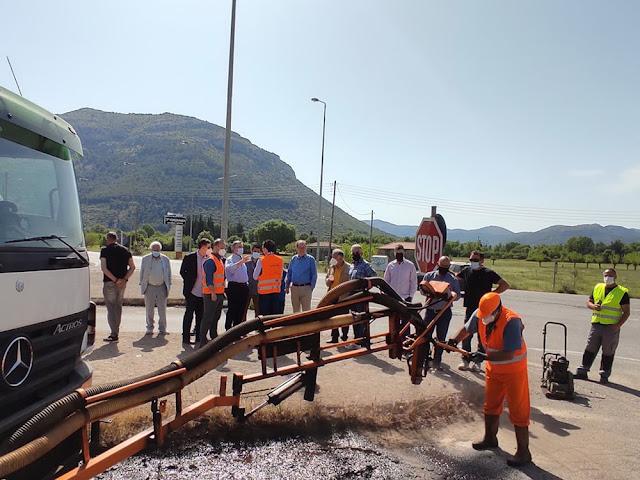 Νέες τεχνικές αποκαταστασης φθαρμένων ασφαλτοταπήτων παρουσιάστηκαν στον Περιφερειάρχη Πελοποννήσου