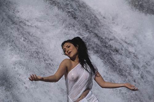 Artis Bollywood Yang Di Cap Simbol Seks di India