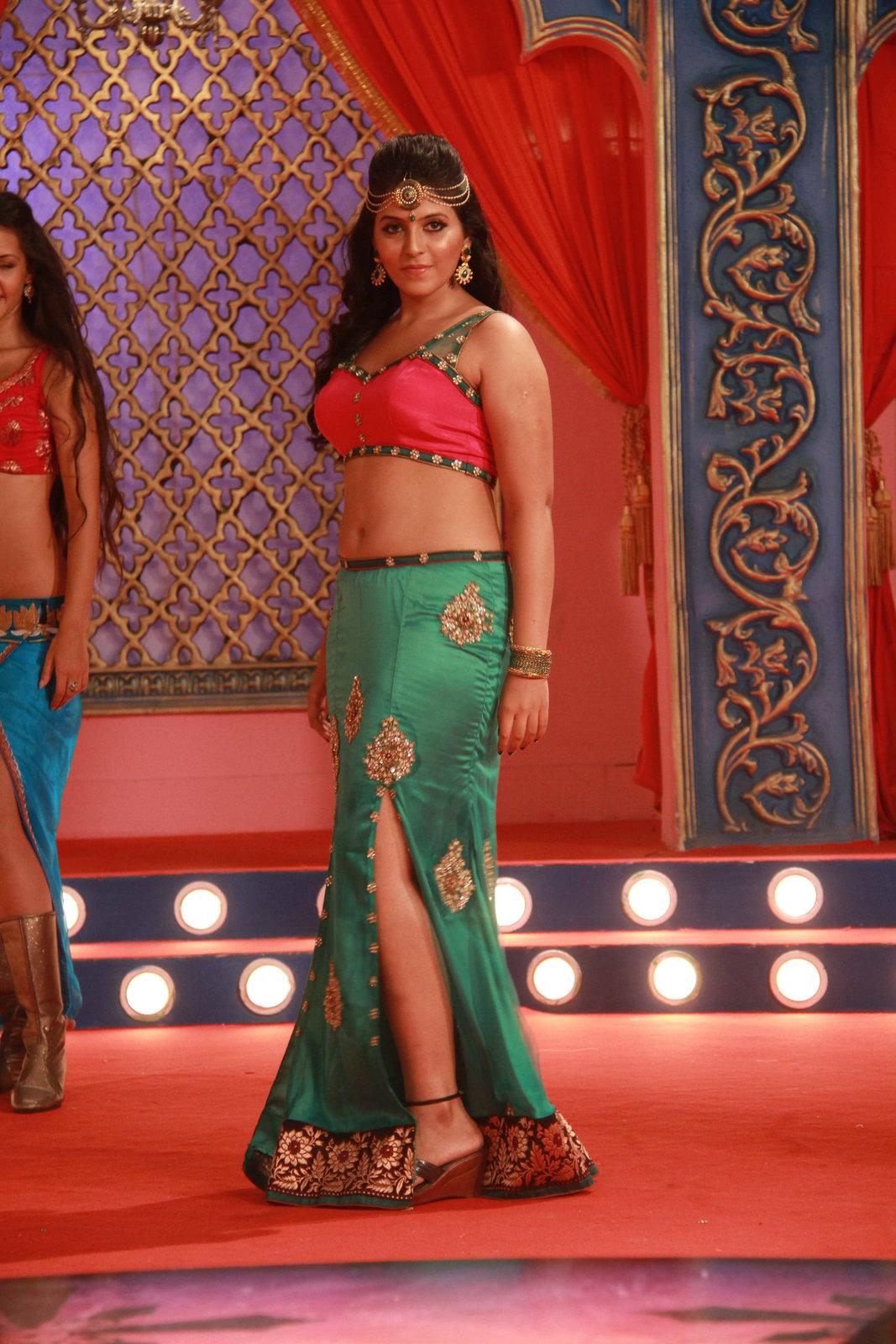 Anjali sizzling in Mada Gaja Raja-HQ-Photo-7