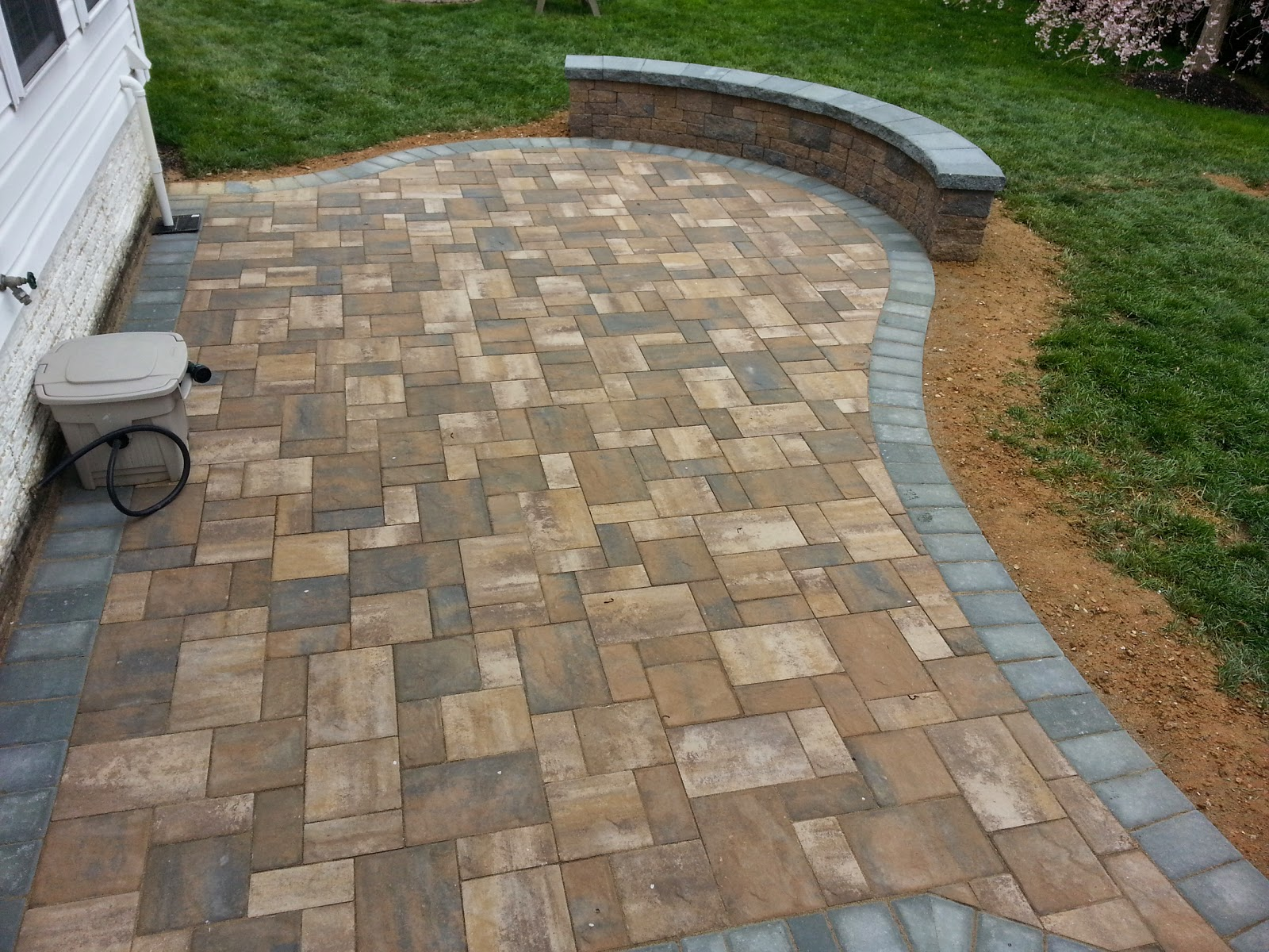 Life Time Pavers Cambridge Maytrx Wall