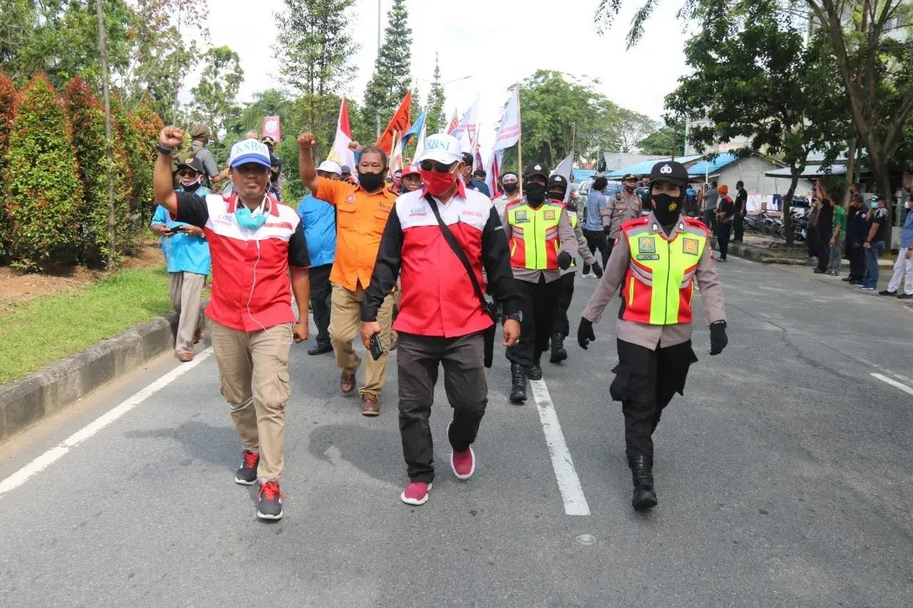 Aksi Penolakan RUU Cipta Kerja Oleh Buruh di Kalbar Berjalan Damai, Kapolda Apresiasi Serikat Buruh