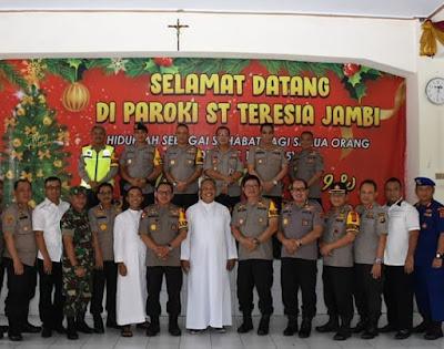 Kapolda Jambi Hadiri Acara Silaturahmi Dan Open House Di Gereja Katolik Shanta Theresia