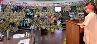 मुख्यमंत्री योगी ने पुलिस मुख्यालय पर आयोजित पुलिस अलंकरण समारोह के दौरान 75 पुलिसकर्मियों को अलंकृत किया